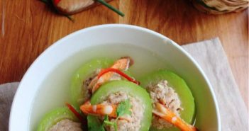 Cách nấu canh bí xanh nhồi tôm thịt thanh ngọt
