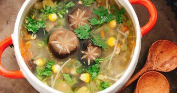 Cách nấu món súp nấm chay thanh tịnh cho ngày rằm