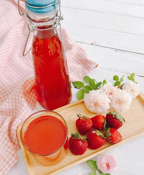 Cách ngâm rượu dâu tây chua ngọt uống dần cả tuần